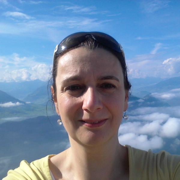 Daniela Borschel Headshot
